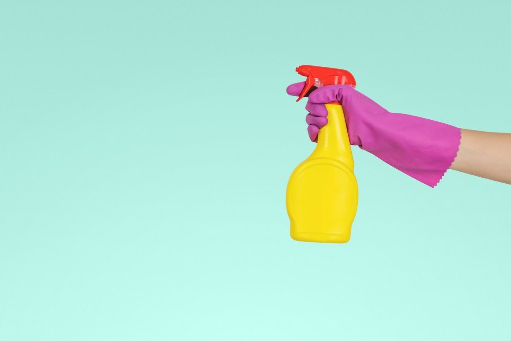 mom weekly cleaning routine