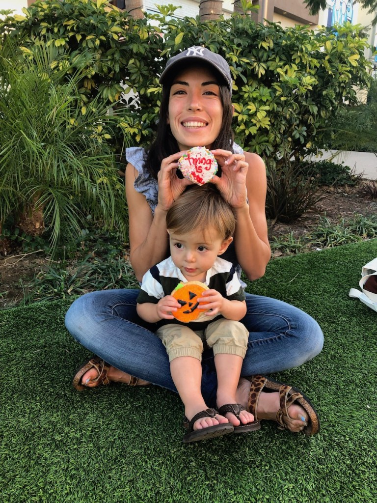 blogger with toddler son celebrating first year of her mom blog